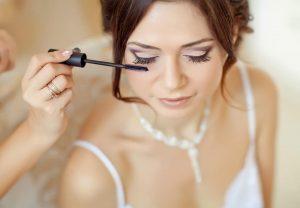 Maquillar los ojos maduros